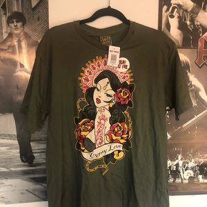 brand new hot topic graphic tee nwt with flaws